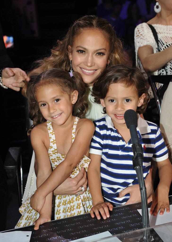 Jennifer-Lopez-Max-Emme-Muñiz