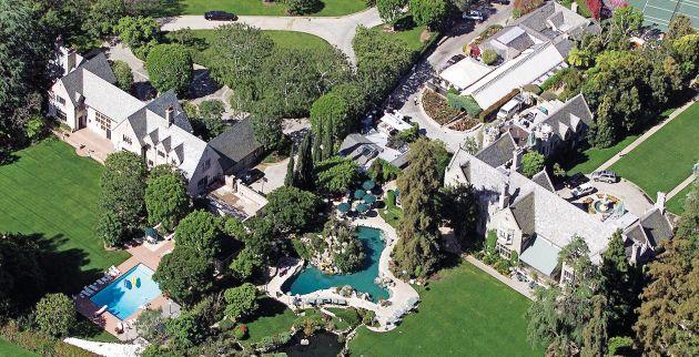 Hugh Hefner's multi-million dollars Playboy mansion in Beverly Hills, California. Pictured: General View Ref: SPL584237  250713   Picture by:Splash News Splash News and Pictures Los Angeles: 310-821-2666 New York: 212-619-2666 London: 870-934-2666 photodesk@splashnews.com