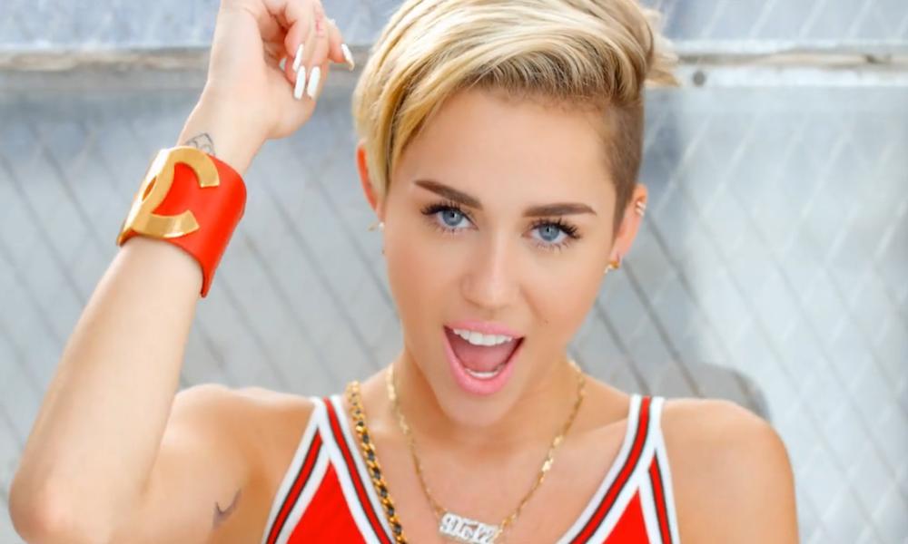 Ο Woody Allen κάνει σήριαλ με την Miley Cyrus
