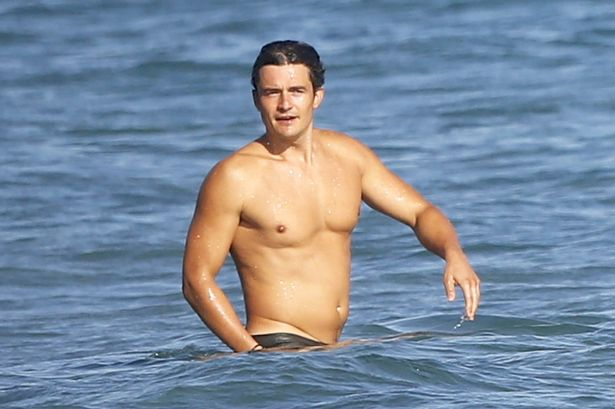 Orlando-Bloom-shows-off-his-fit-physique-while-enjoying-a-day-on-the-beach-with-friends-in-Malibu