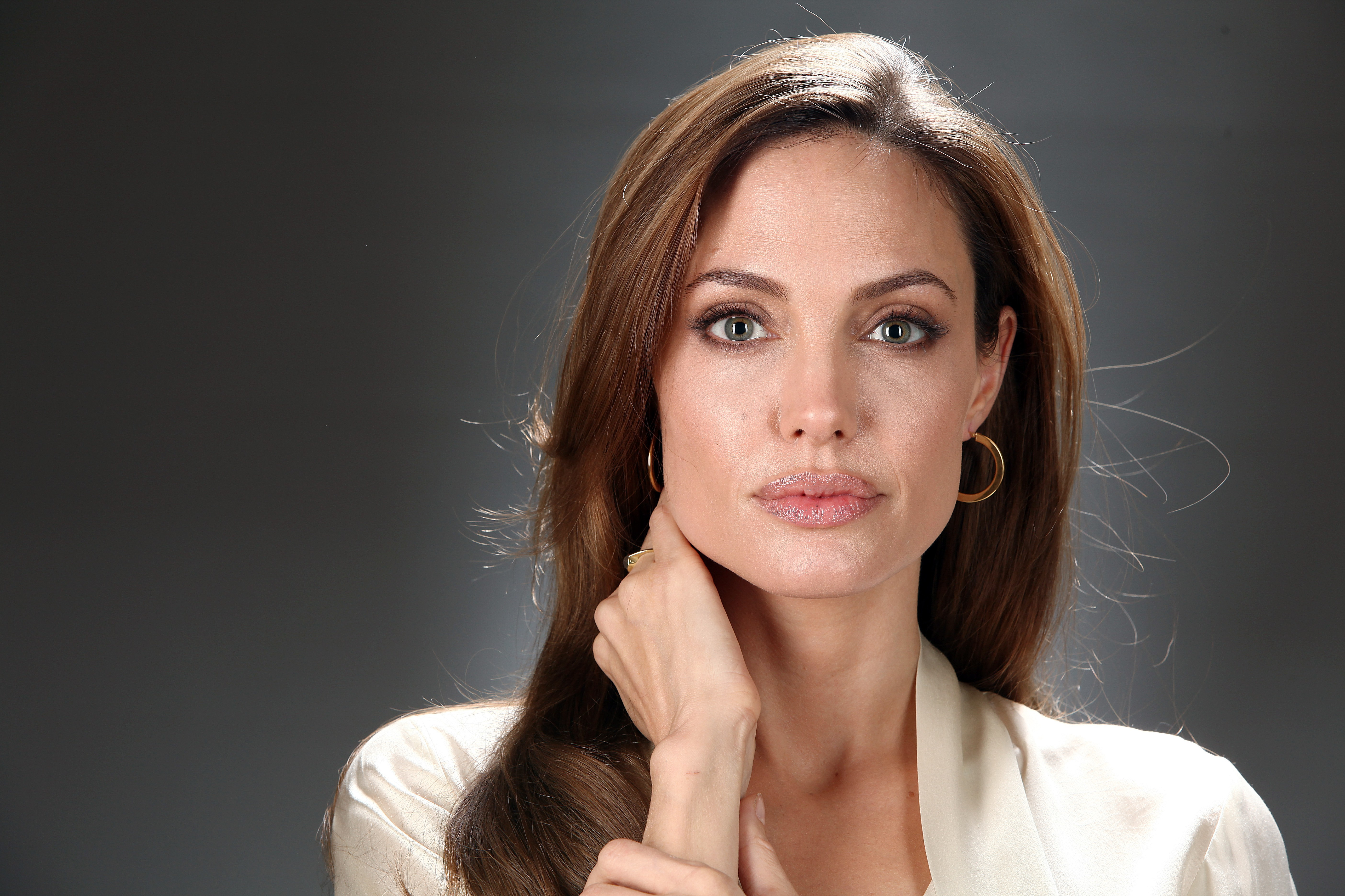 http://mad.tv/wp-content/uploads/2016/09/Angelina-Jolie-Net-Worth.jpg