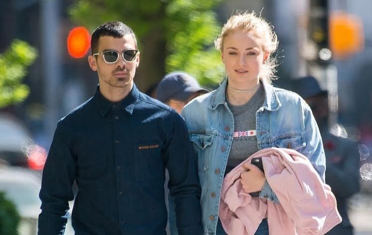 Joe Jonas και η Sansa από το Game of Thrones αρραβωνιάστηκαν