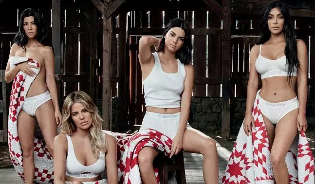 Kardashians φωτογραφήθηκαν με τα εσώρουχά τους