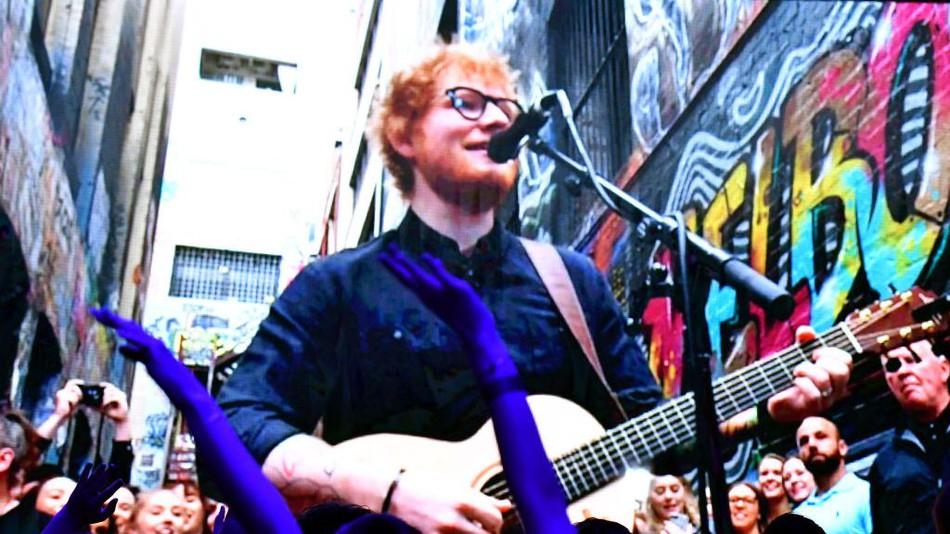 Δωρεάν παράσταση έδωσε ο Ed Sheeran