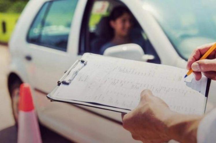 Δίπλωμα οδήγησης στα 17