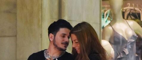 Stan -πιο ερωτευμένος από ποτέ- κάνει βόλτες στο κέντρο της Αθήνας με τη σύντροφό