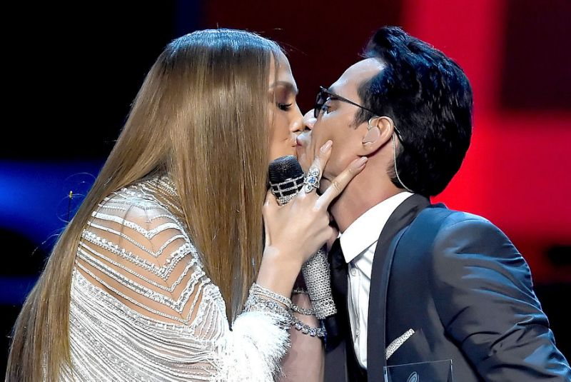 Jennifer Lopez, Marc Anthony Alex Rodriguez ποζάρουν αγκαλιά