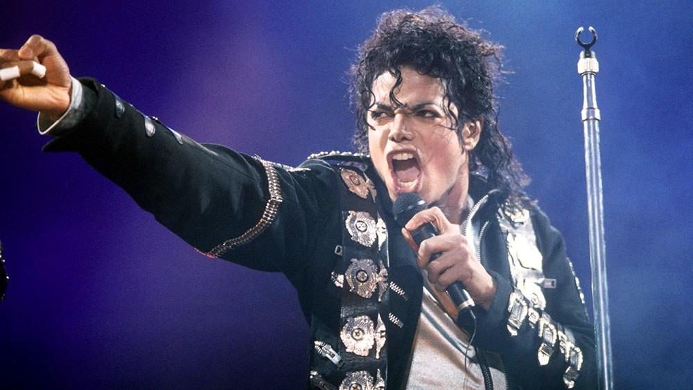 νέα τραγούδια προς τιμή του βασιλιά της Pop