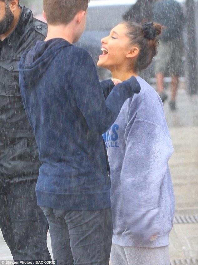 Ariana Grande εμφανίστηκε