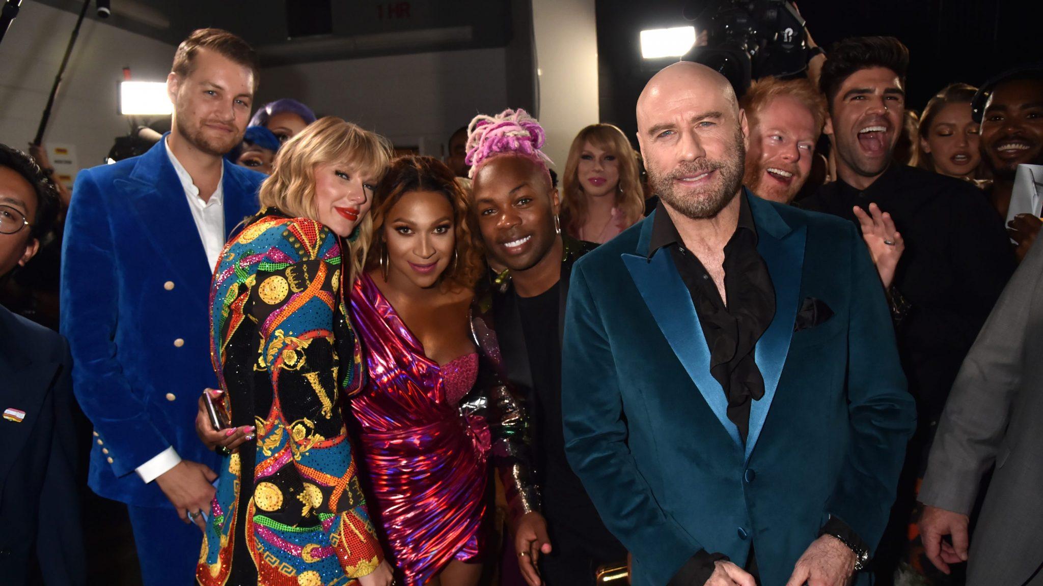 Ο John Travolta παραλίγο να δώσει το MTV Award σε άλλη Taylor Swift