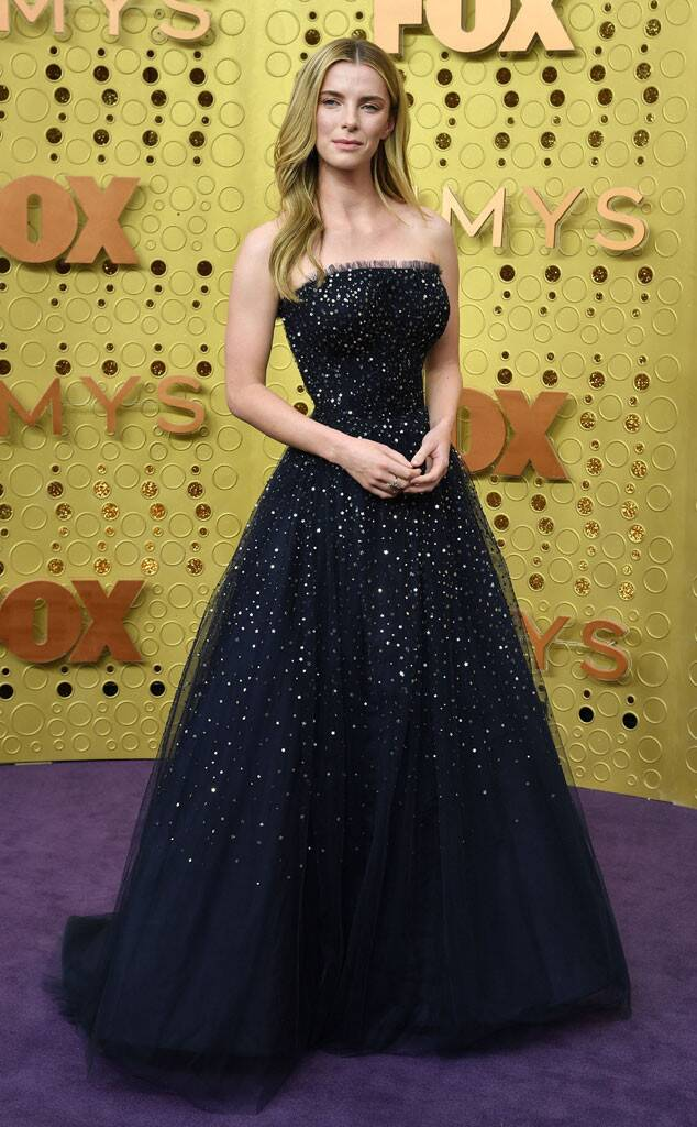 rs_634x1024-190922151138-634-2019-Emmy-Awards-red-carpet-fashion-betty-gilpin-me-92219
