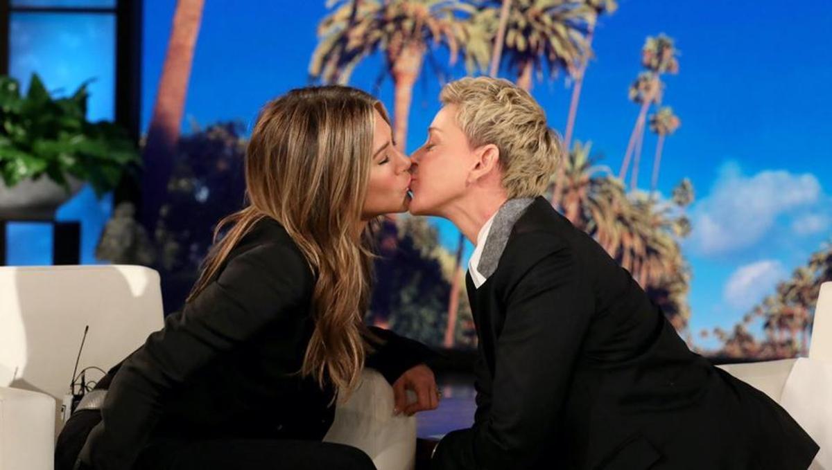 To φιλί της Jennifer Aniston και της Ellen DeGeneres...