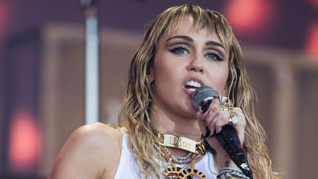 Miley Cyrus χειρουργείο