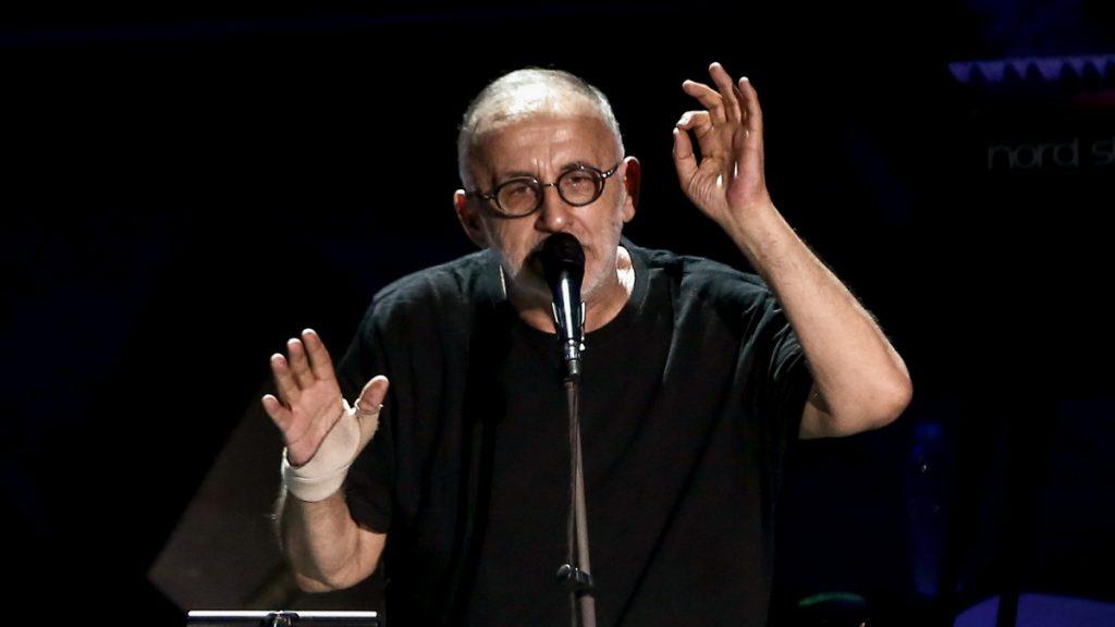 Έφυγε από τη ζωή ο Θάνος Μικρούτσικος σε ηλικία 72 ετών www.mad.tv