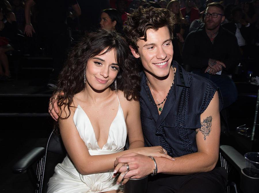 Η Camila Cabello αποκαλύπτει γιατί δεν φιλάει τον Shawn Mendes στη σκηνή