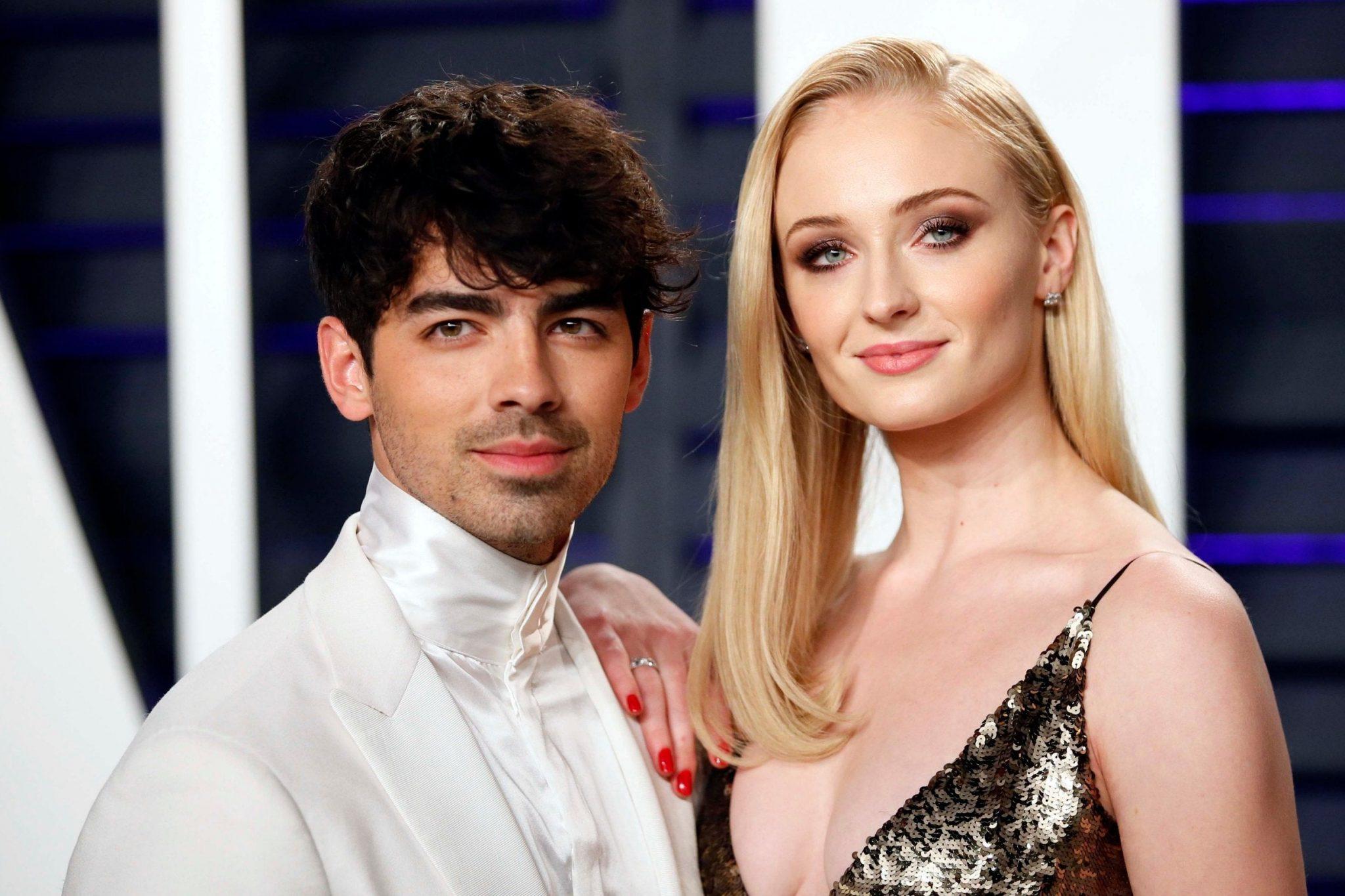 Sophie Turner αποκαλύπτει πως «μισούσε» τους Jonas Brothers πριν παντρευτεί τον Joe Jonas