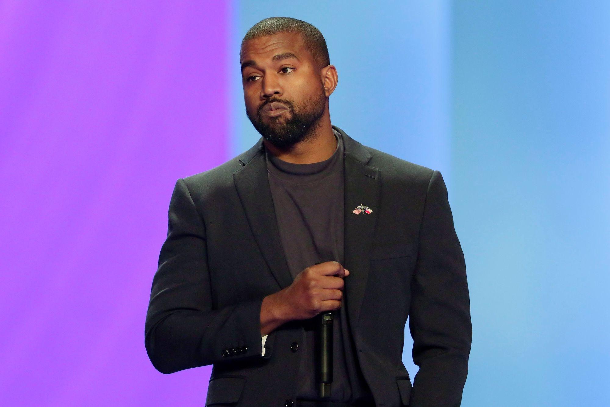 Kanye West… ούρησε ένα από τα βραβείo Grammy