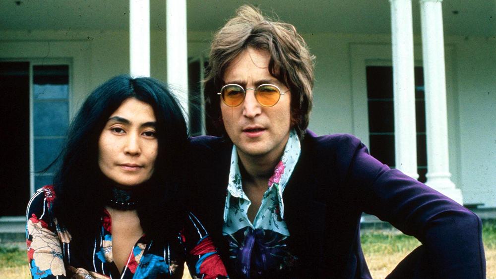 Ο δολοφόνος του John Lennon απολογείται για πρώτη φορά στην χήρα Yoko Ono!