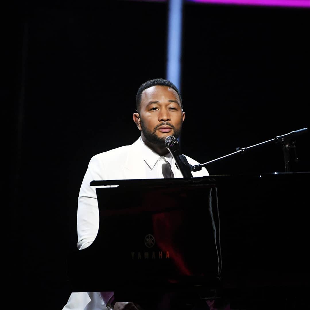 Ο John Legend αφιέρωσε την εμφάνιση του στα Billboard Music Awards στην σύζυγό του