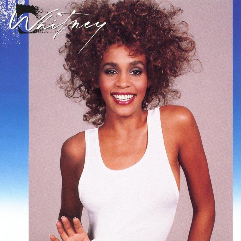 H Whitney Houston είναι η 1η έγχρωμη τραγουδίστρια με 3 διαμαντένια albums!