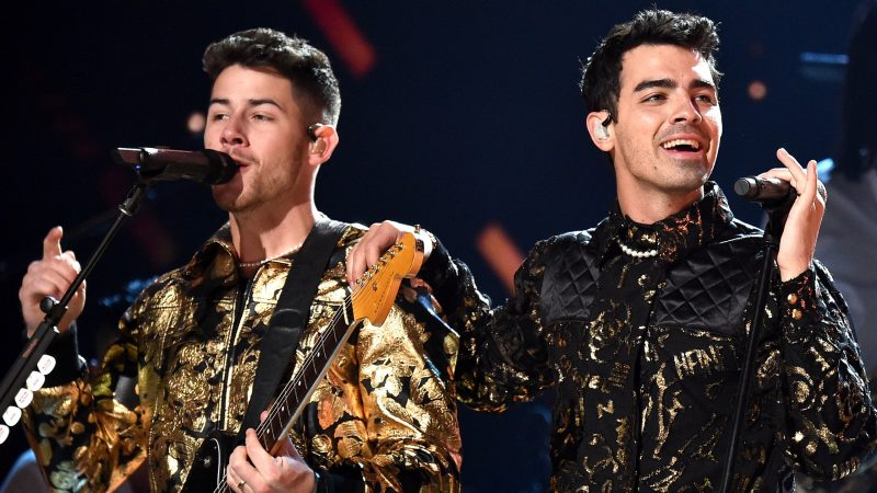Joe Nick Jonas ένα πρόσωπό