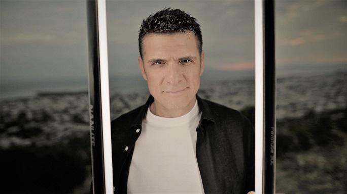 Χρίστος Αντωνιάδης: Ξεσηκώνει με το νέο τσιφτετέλι του «Στις 3 τα Ξημερώματα» (βίντεο)