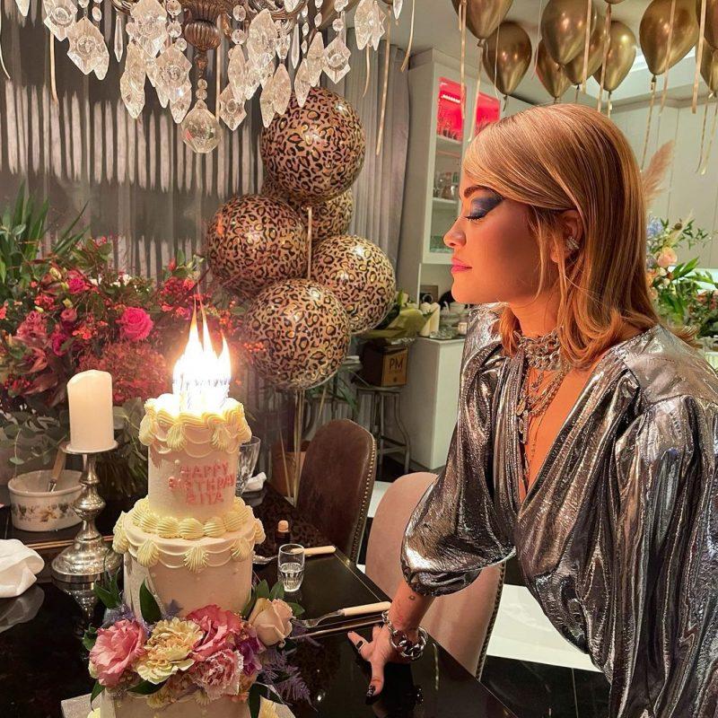 H Rita Ora κατηγορείται ότι «έσπασε» το lockdown και έκανε party γενεθλίων!