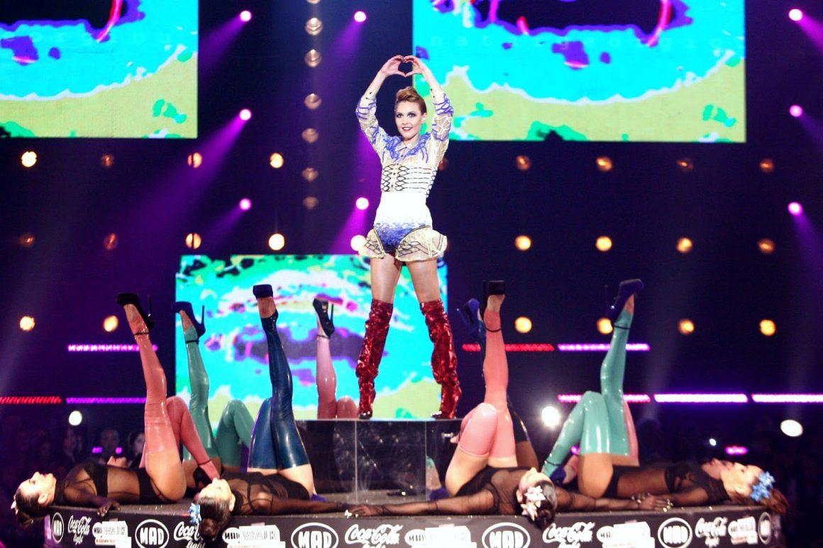 Η Tamta αλλάζει outfit επί σκηνής στο MadWalk του 2013!