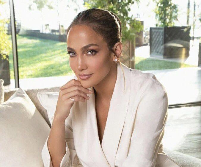 Jennifer Lopez απαντά σε σχόλιο hater και... Τον κολλάει στον τοίχο