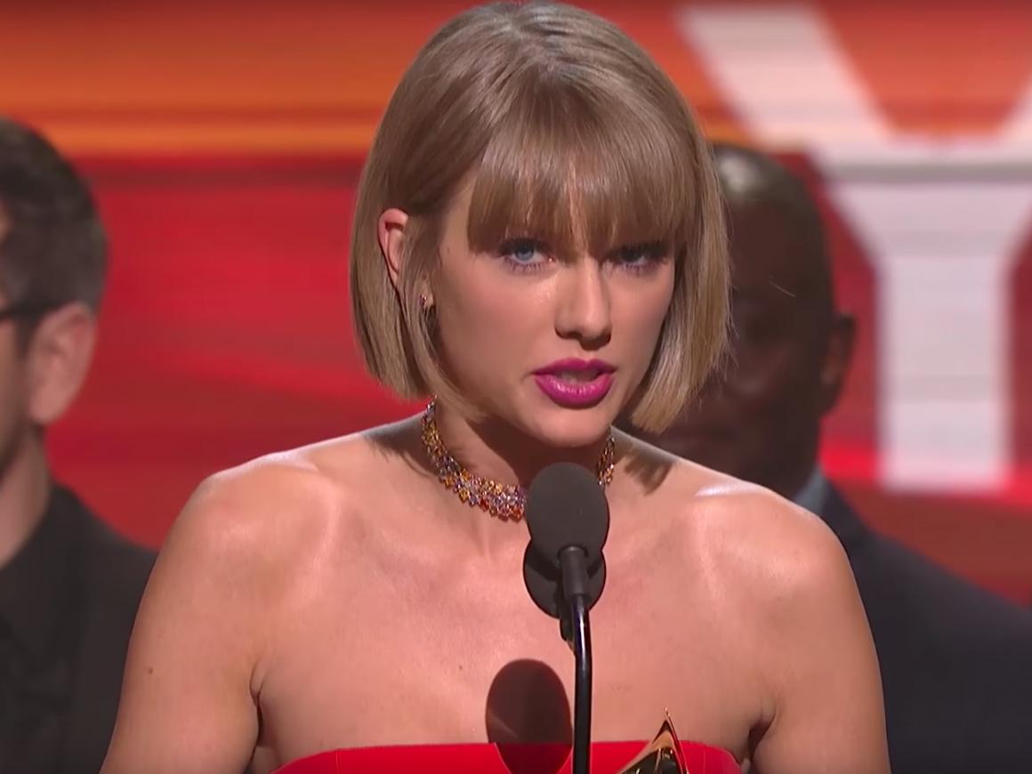 Η Taylor Swift έριξε τα «καρφιά» της στον Kanye West στη σκηνή των GRAMMYs το 2016
