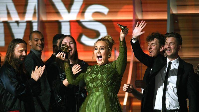 Μπορεί να σπάσει ένα βραβείο Grammy στα 2; Kι όμως η Adele το έκανε το 2017!
