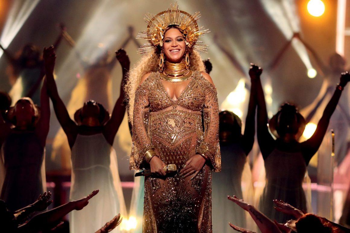 H Beyonce μας χάρισε ένα συγκλονιστικό performace στα GRAMMYs του 2017